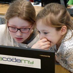 Mädchen programmieren